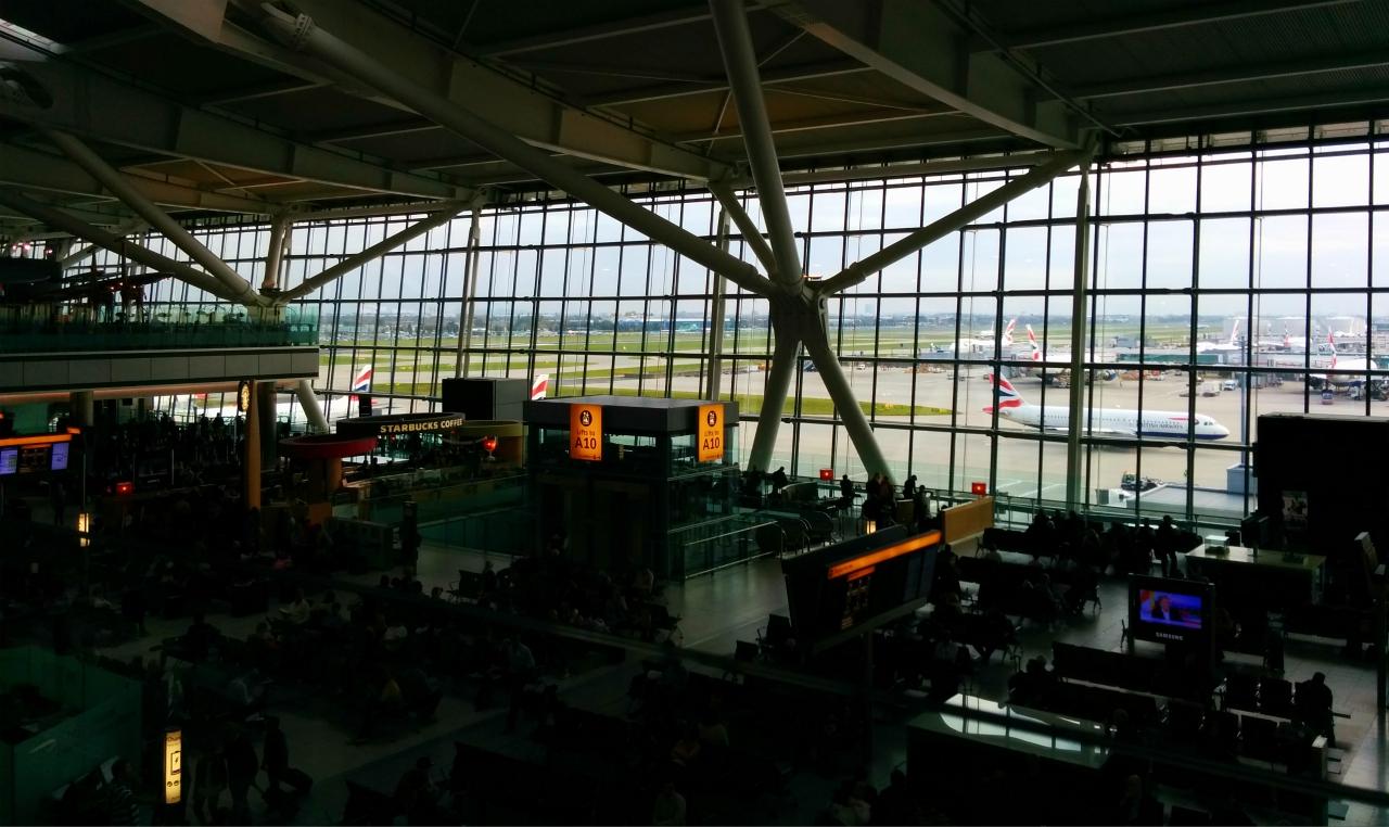 Departures, Terminal 5, London Heathrow (17 October 2015)