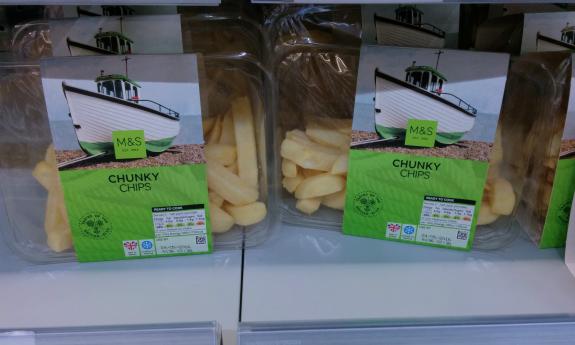 ロンドンのスーパー Marks & Spencer で、小太りのフライド・ポテトは frites として販売されていた。