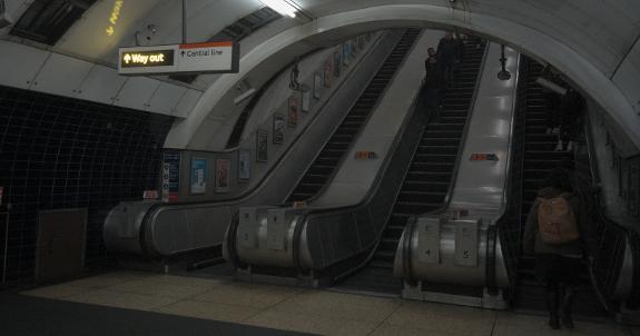 ロンドン地下鉄ボンド・ストリート (Bond Street) 駅のエスカレーター(2019年1月9日撮影)