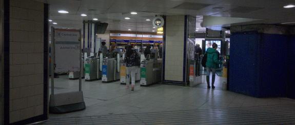 ロンドン地下鉄ボンド・ストリート (Bond Street) 駅の改札口(2019年1月9日撮影)