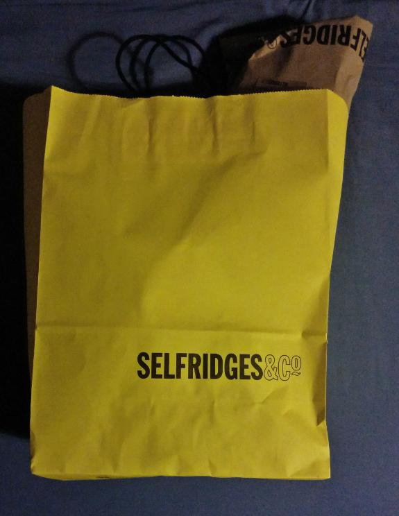 ロンドンの高級デパート『セルフリッジズ』の紙袋