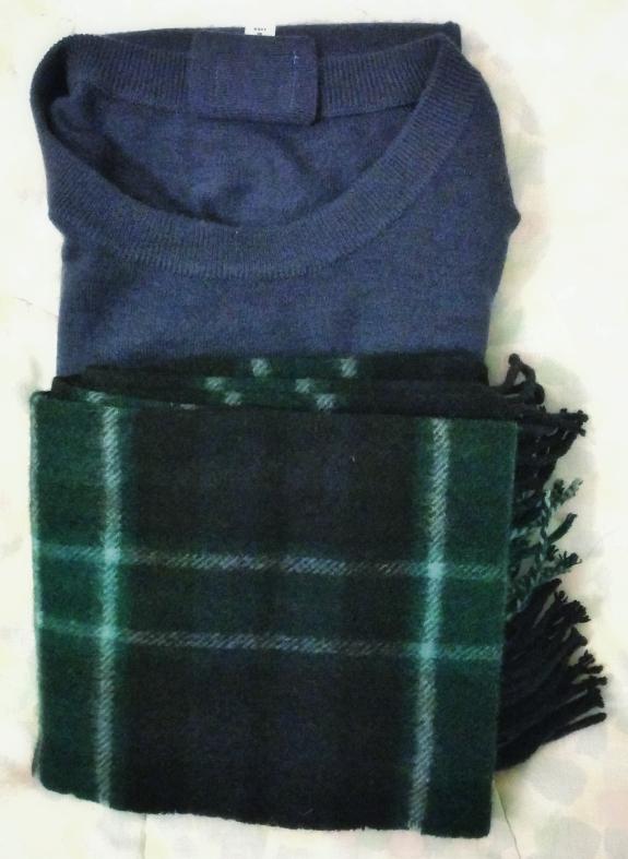 カシミアのマフラーとセーター
