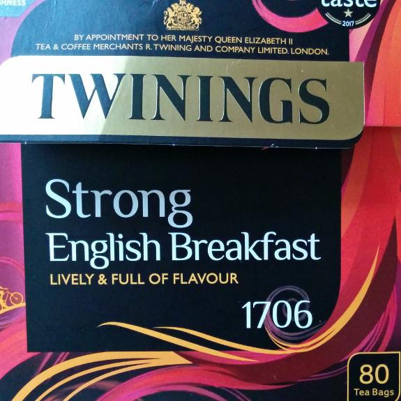 Twinings の Strong English Breakfast というブレンドの紅茶の箱