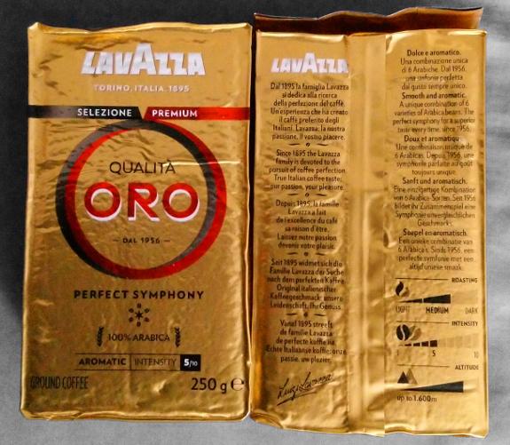 金色のパッケージの Lavazza Qualità Oro 粉タイプのコーヒー(250グラム)2パック