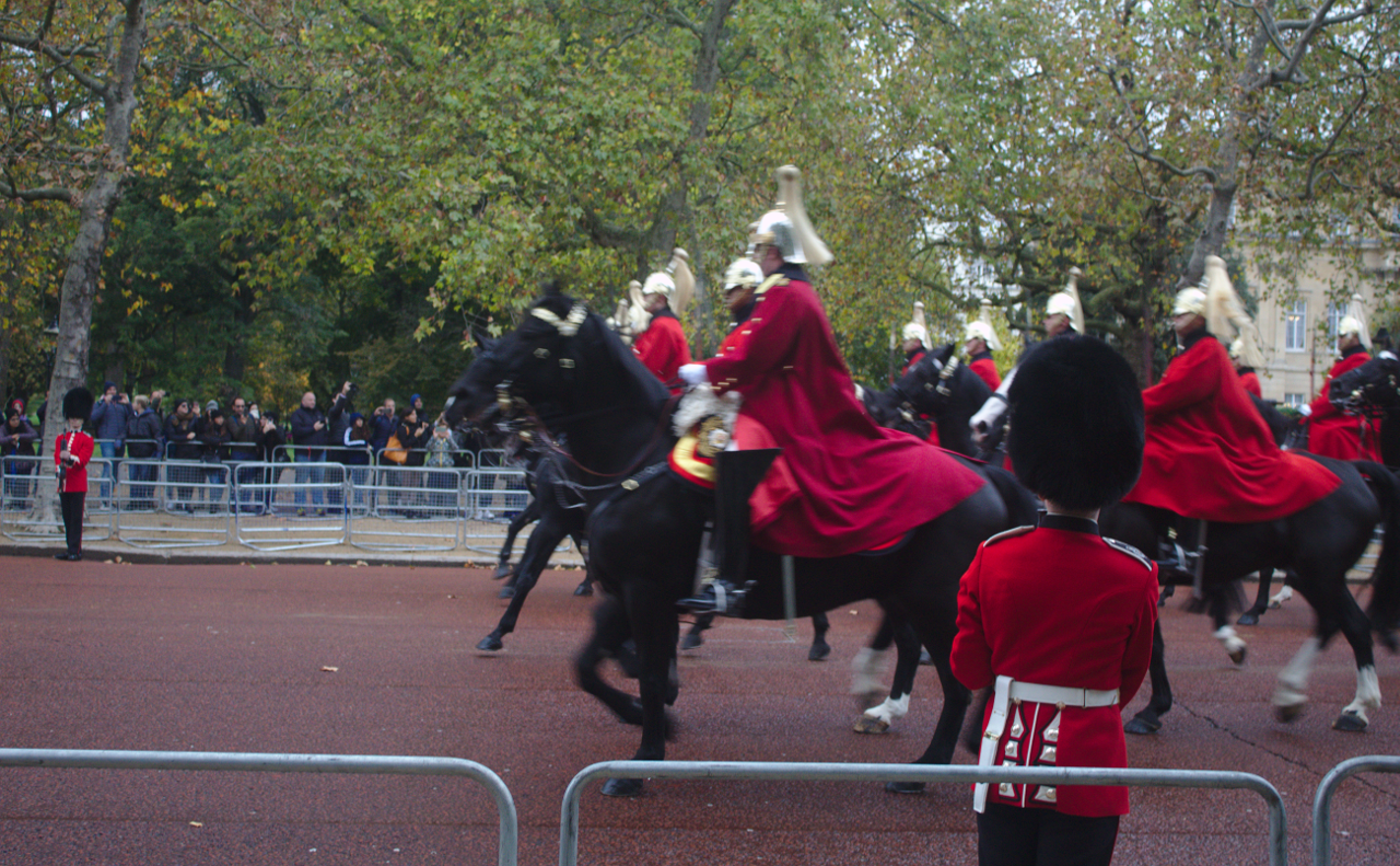 Household Cavalry guarding the Queen's carraige, The Mall, 14 October 2019 (2)