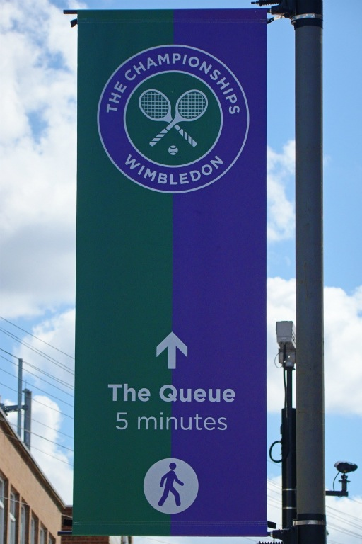 Sign near Southfields station pointing to the direction of the queue