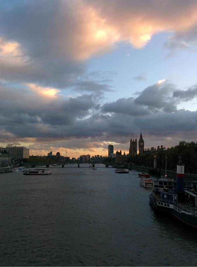 2014年10月21日に撮影したウェストミンスター・ブリッジとウェストミンスター宮殿の写真|スマートフォン Nexus 5 で撮影した写真
