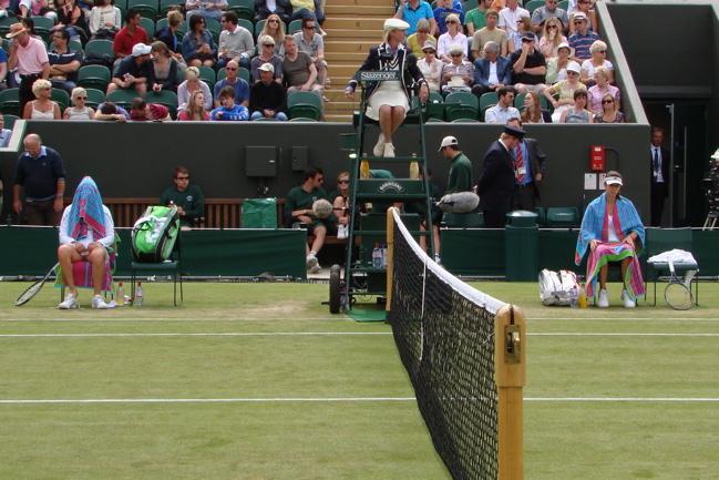 ウィンブルドン・テニス選手権2011年6月24日|女子シングルス|ズバナレワ(ズヴァナリョーヴァ) Zvonareva / Звонарёва 選手 & ピロンコヴァ Pironkova / Пиронкова 選手