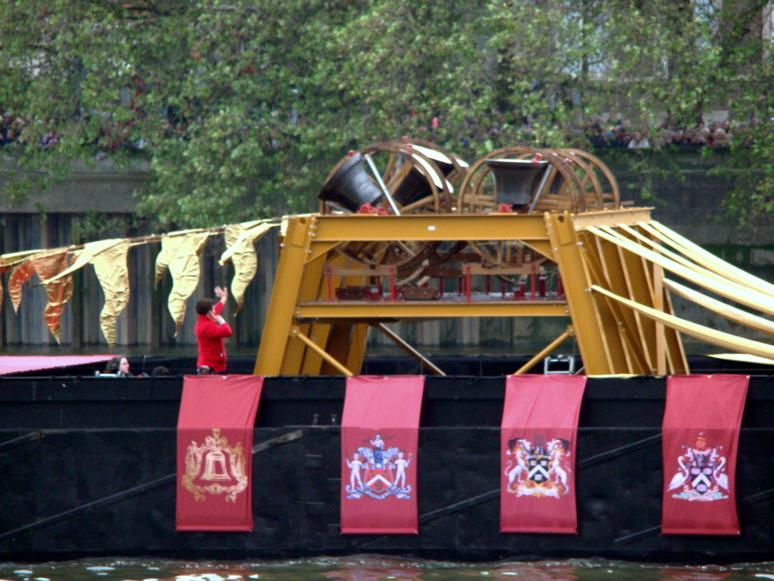 2012年6月3日、エリザベス2世の在位60年を記念する水上パレードが、テムズ河で行われた。