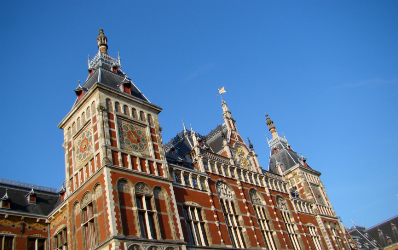 Photograph of Amsterdam Central Station (exterior). (27 June 2010)
