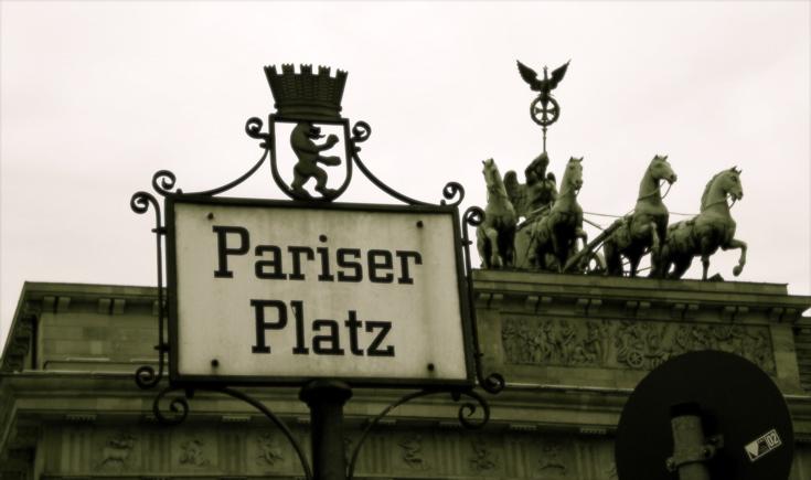 Photograph of the Brandenburg Gate in Berlin. (10 October 2009)
