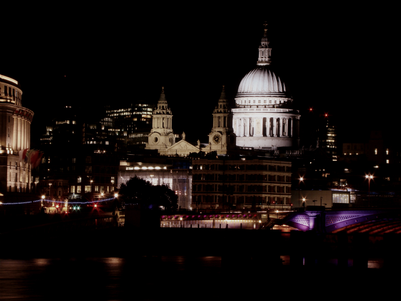 Photograph of St Paul's Cathedral at night