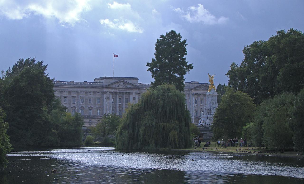 ロンドンのバッキンガム宮殿の写真1葉。2014年8月12日撮影。