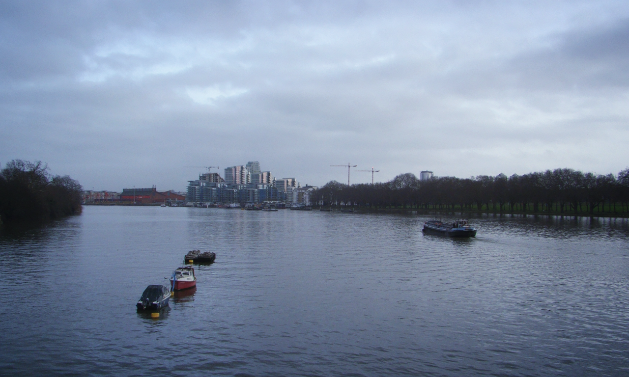 Ambling along the Thames between Wandsworth and Putney, 23 January 2016