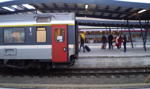 ルクセンブルク駅にて|スイス鉄道1等車
