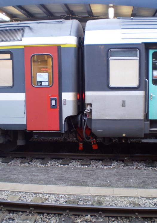 ルクセンブルク駅にて|増結作業(3)