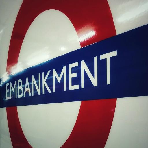画像素材512✕512:ロンドンの写真 286 ロンドン地下鉄エンバンクメント駅