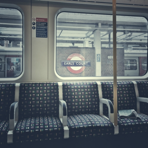 Stock images — 512 × 512 — London — London Underground District line at Earl's Court station — 13 June 2018