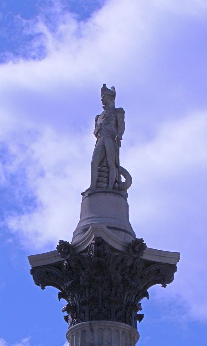 画像素材:縦長バナー:660✕1100(3:5) ロンドン|43 |トラファルガー・スクエア:ネルソン提督像