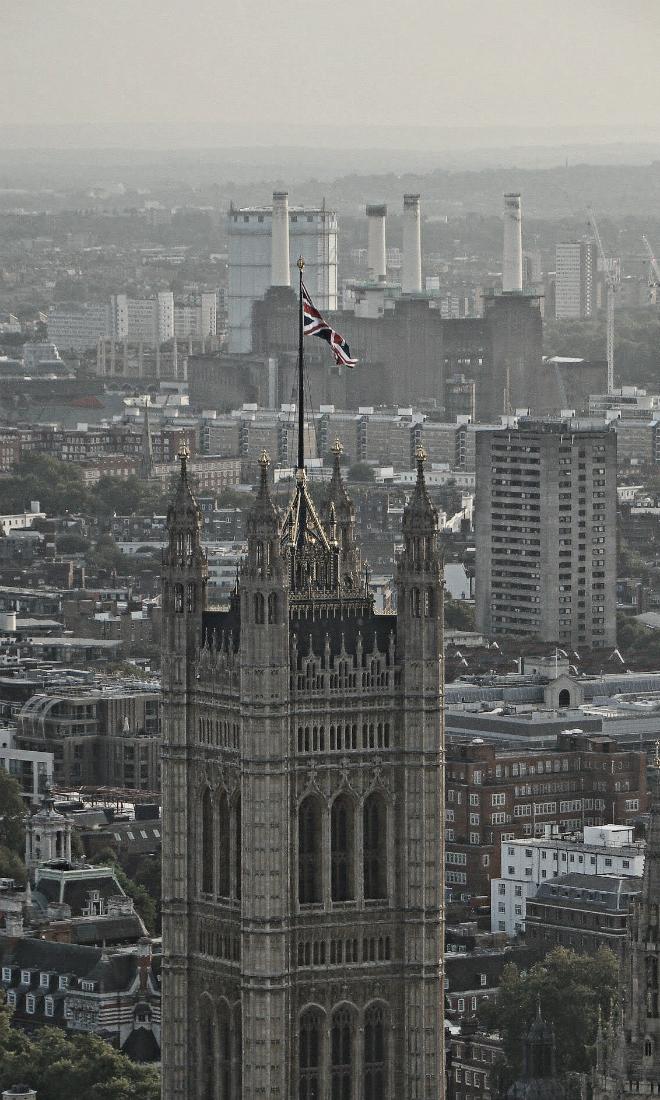 画像素材:縦長バナー:660✕1100(3:5) ロンドン|46 |ウェストミンスター宮殿ヴィクトリア・タワー&バターシー発電所
