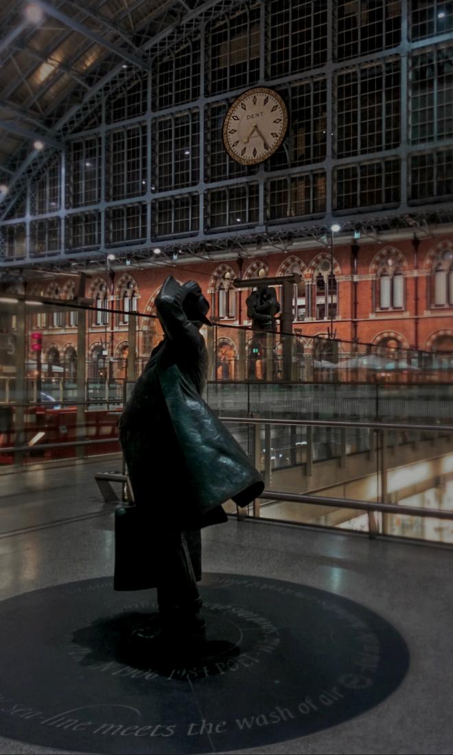 画像素材:縦長バナー:660✕1100(3:5) ロンドン|59|セント・パンクラス駅