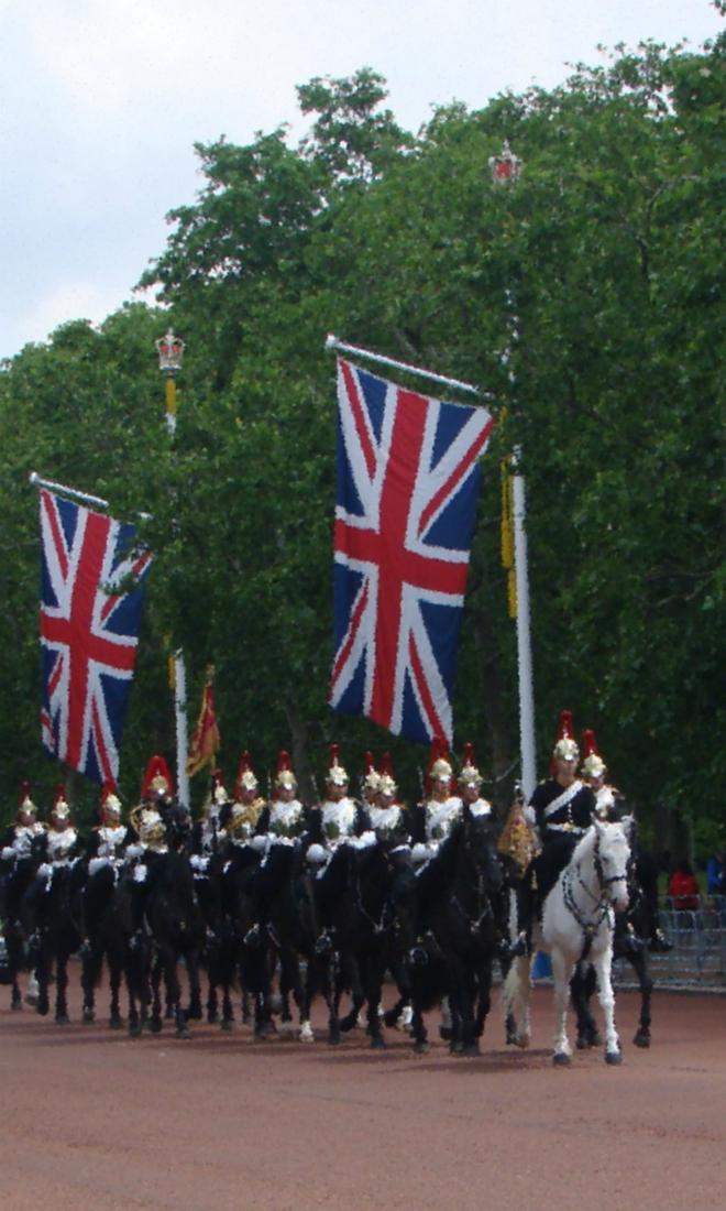 画像素材:縦長バナー:660×1100(3:5) ロンドン|64|ザ・マルで撮影したブルーズ・アンド・ロイヤルズの騎兵