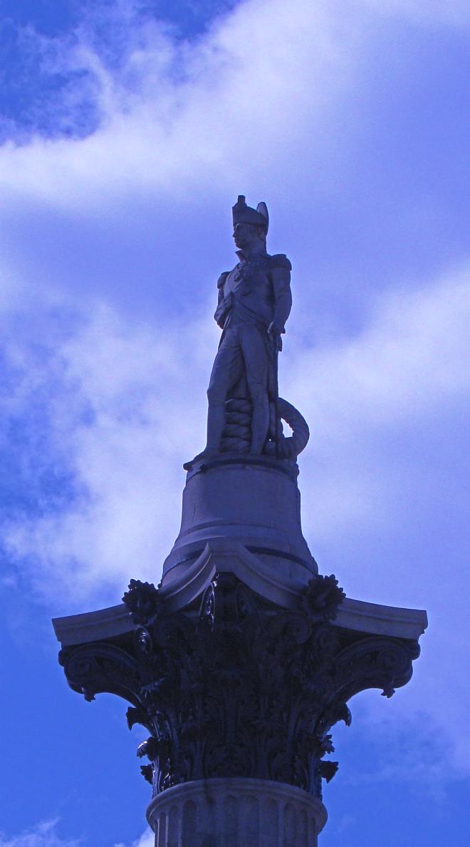 画像素材:縦長バナー:660✕1188(5:9) ロンドン|44 |トラファルガー・スクエア:ネルソン提督像