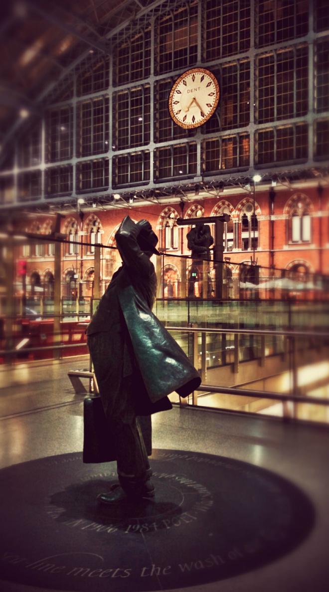 画像素材:縦長バナー:660✕1188(5:9) ロンドン|60|セント・パンクラス駅