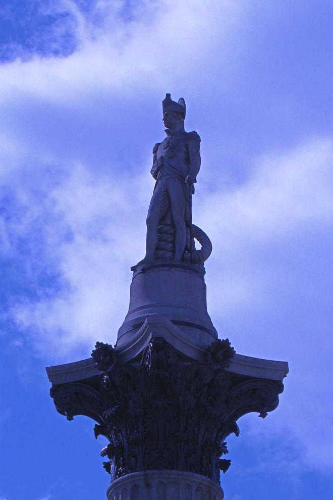 画像素材:縦長バナー:660✕990(2:3) ロンドン|44 |トラファルガー・スクエア:ネルソン提督像