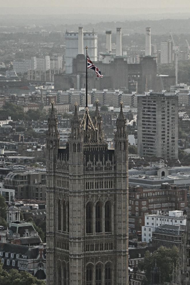 画像素材:縦長バナー:660✕990(2:3) ロンドン|46 |ウェストミンスター宮殿ヴィクトリア・タワー&バターシー発電所