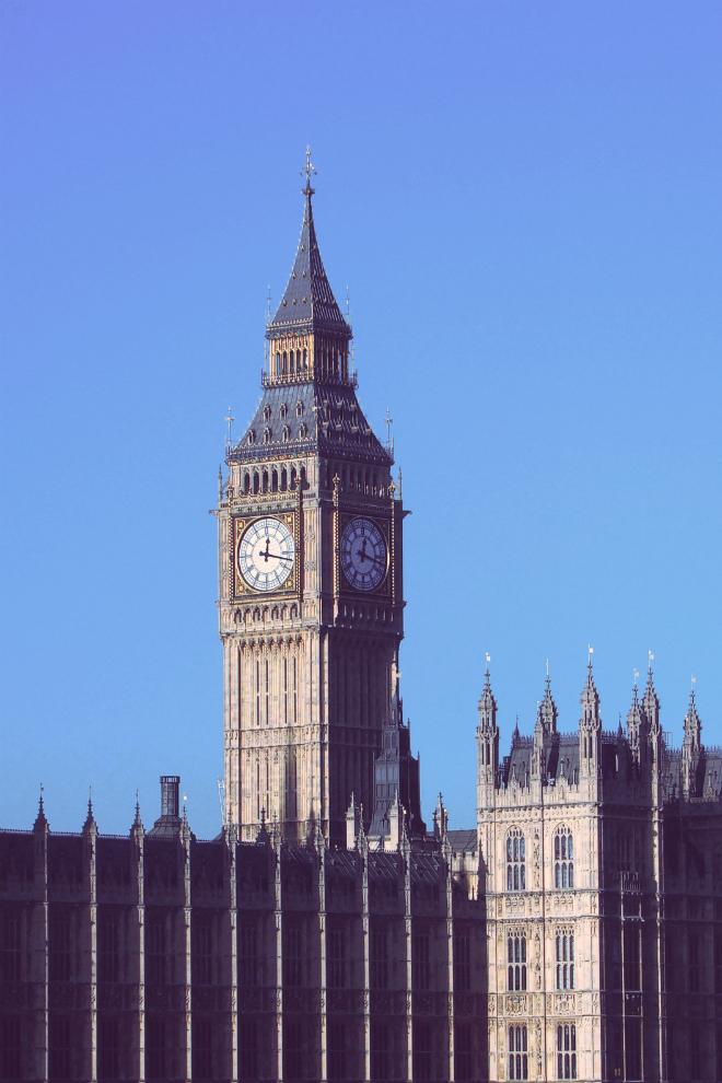 画像素材:縦長バナー:660✕990(2:3) ロンドン|57|ウェストミンスター宮殿時計塔(エリザベス・タワー)
