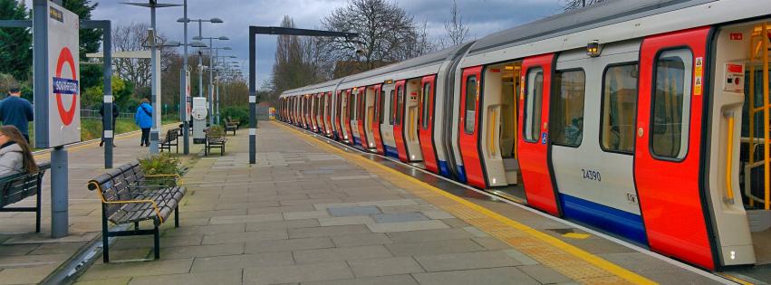 画像素材:851✕315(Facebookカバー写真):鉄道写真(62):ロンドン地下鉄サウスフィールズ駅