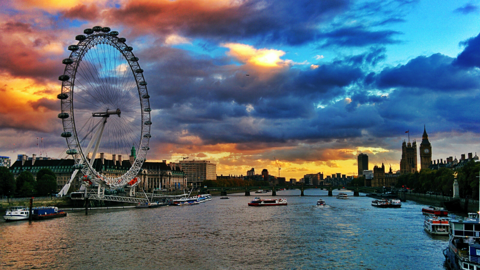 Stock images—960×540—London—94—London Eye & the Palace of Westminster—21 October 2014