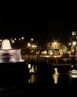 トラファルガー広場(夜景写真)
