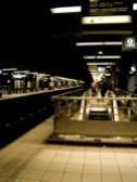 パリ RER 駅プラットホーム