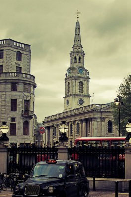 London │ Charing Cross station, looking towars St Martin-in-the-Fields